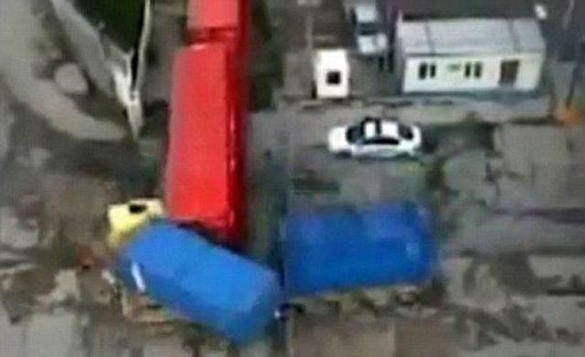 Man survives in a freakish accident (4 pics + 1 video)
