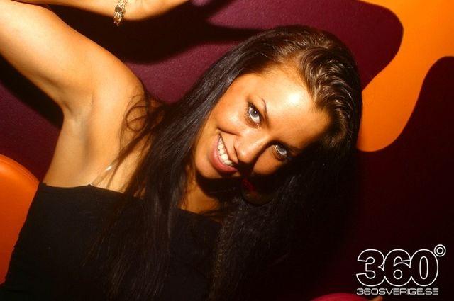 Swedish girls at the night clubs (55 pics)