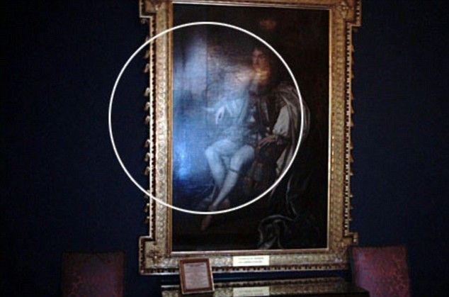 Let's talk about paranormal. Ghost on the photographs (11 pics)