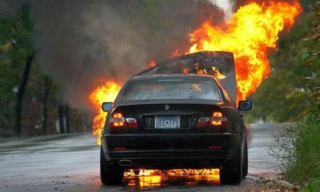 Burning cars (44 pics)