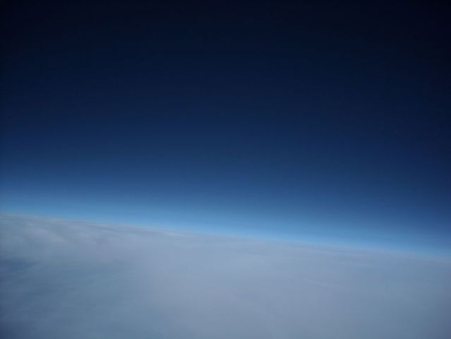 Pictures taken of space with a cheap camera and a balloon (41 pics)