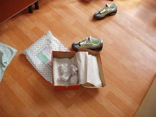 How to know if it's Chinese Nike sneakers (6 pics)