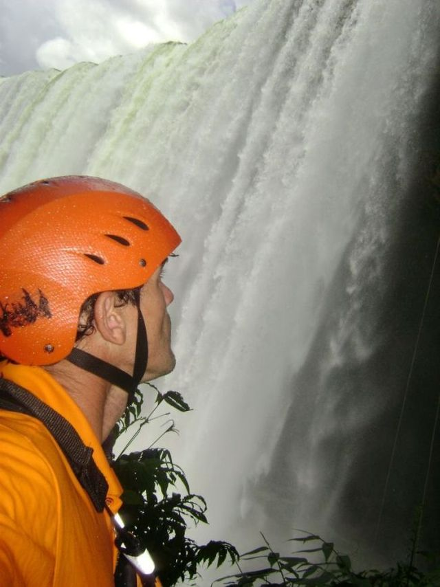 World's craziest kayaker (9 pics + 1 video)