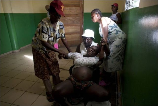 Giving birth in Haiti (15 pics)