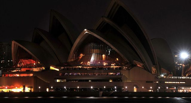 Earth Hour 2009 in pictures (33 pics + 1 gif)