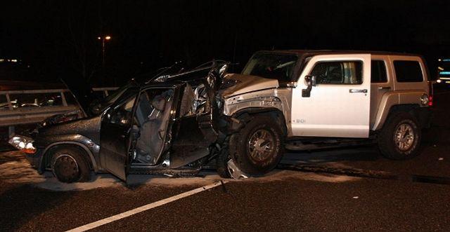 Road crash: Hummer H3 vs Suzuki Ignis (7 pics)