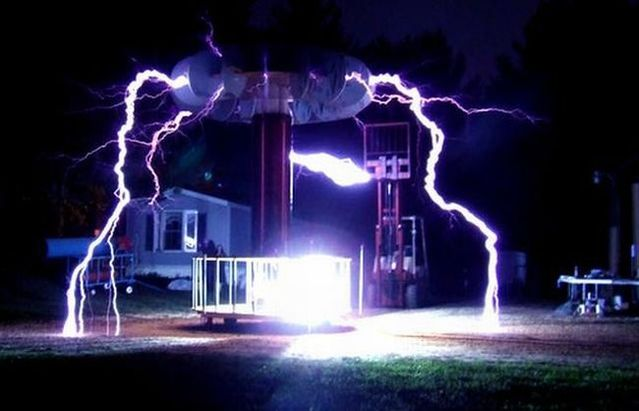 Tesla High Voltage Generator (32 pics)
