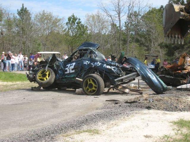 How to destroy a racing car (30 photos)