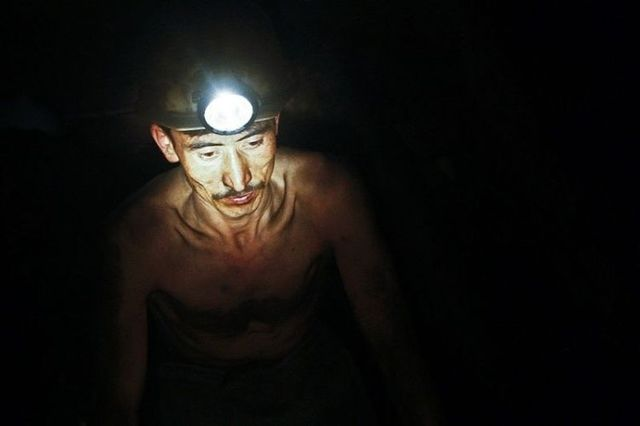 Miners in Afghanistan (12 photos)