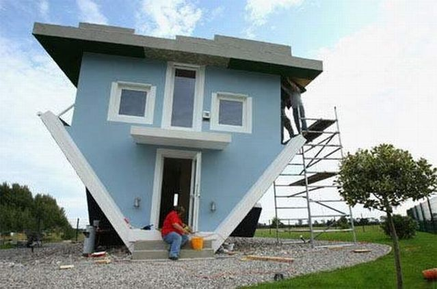 House upside down (13 pics)