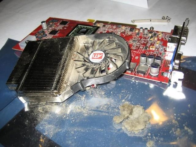 How long has it been since you looked inside your computer? (32 pics)