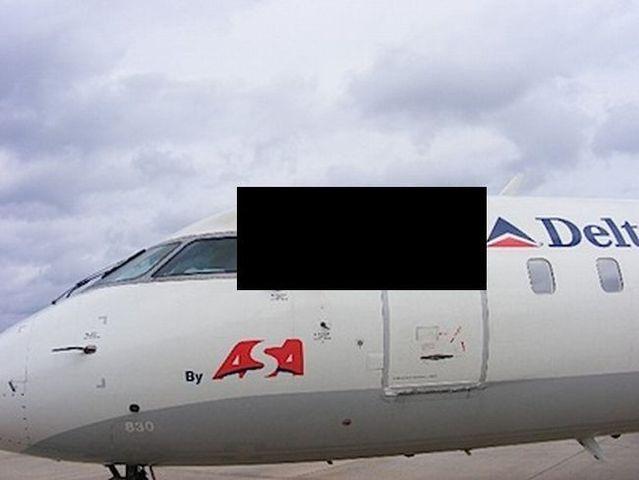 Plane vs lightning (3 pics)