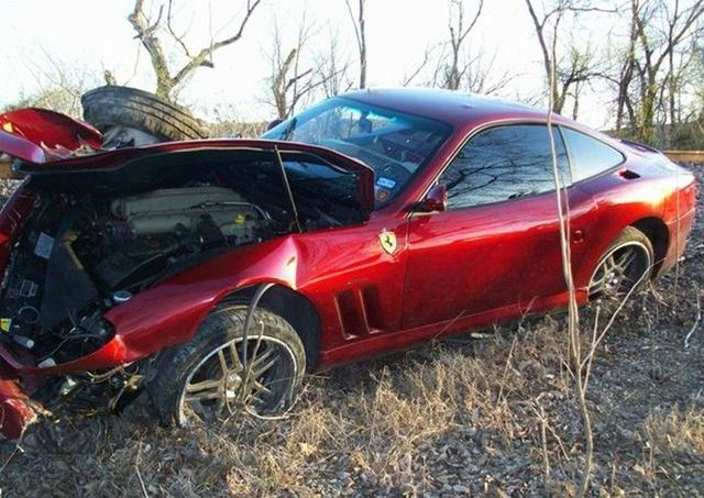Another wrecked exotic car (8 pics)