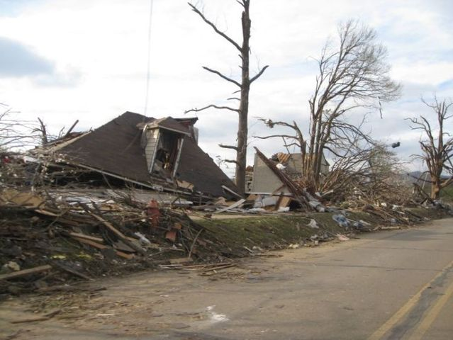 Tornado hits the United States (36 pics)