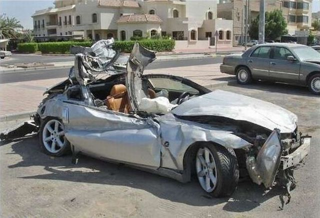 Picture chronicles of road accidents in Kuwait (44 pics)