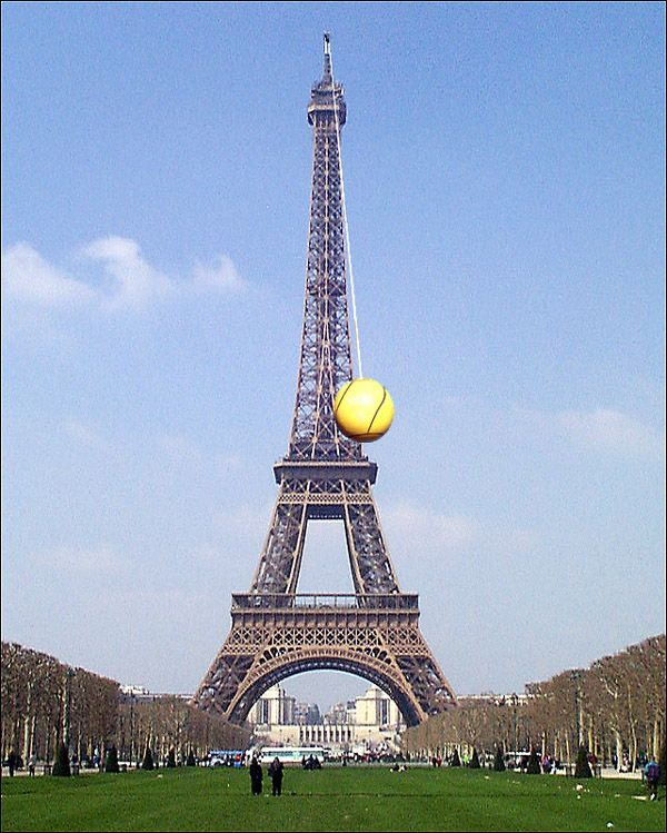 Eiffel Tower photomontage (47 pics)