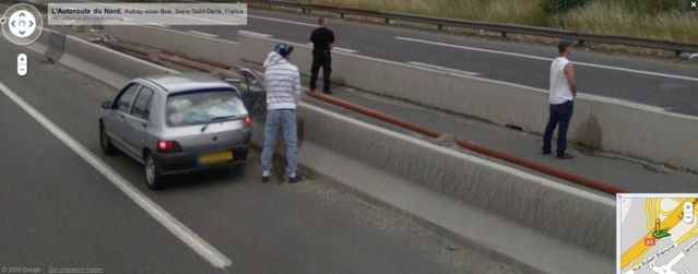20 Crimes Caught on Google Street View (46 pics)