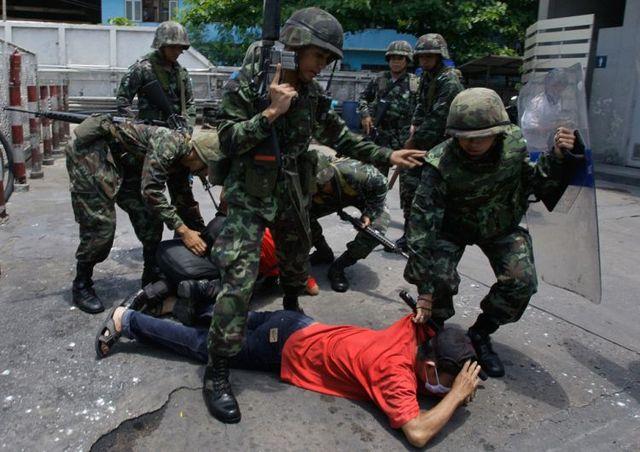 Revolution in Thailand? (24 pics)