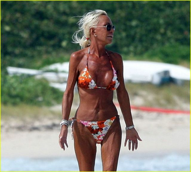 Donatella Versace on the French Riviera (5 pics)