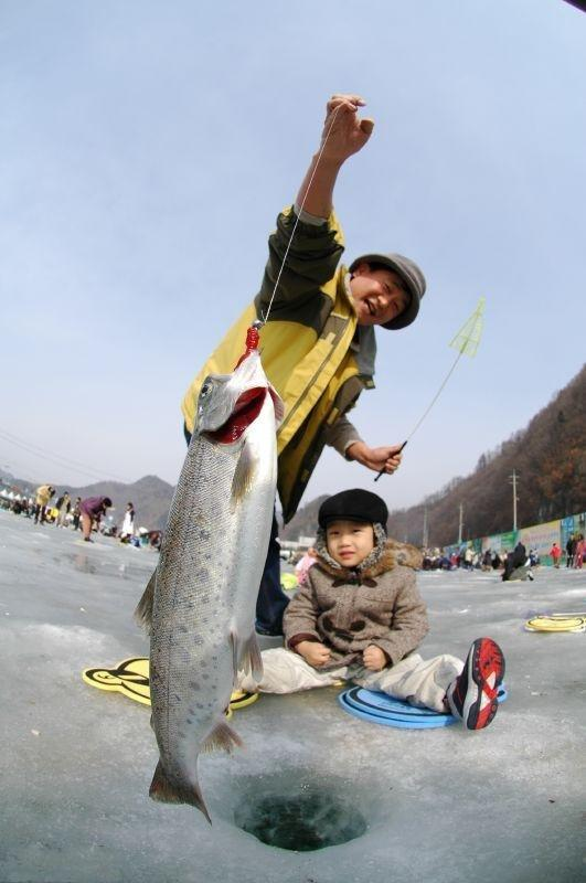 Ice Fishing Festival In South Korea (13 pics) - Picture #8 ...