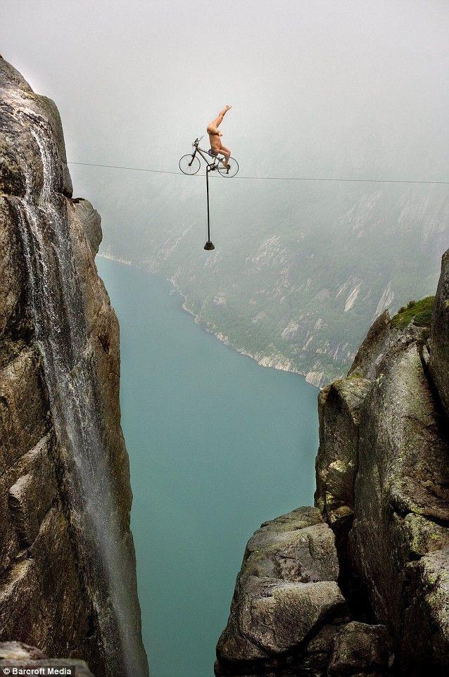 Crazy stuntman has class (5 pics)