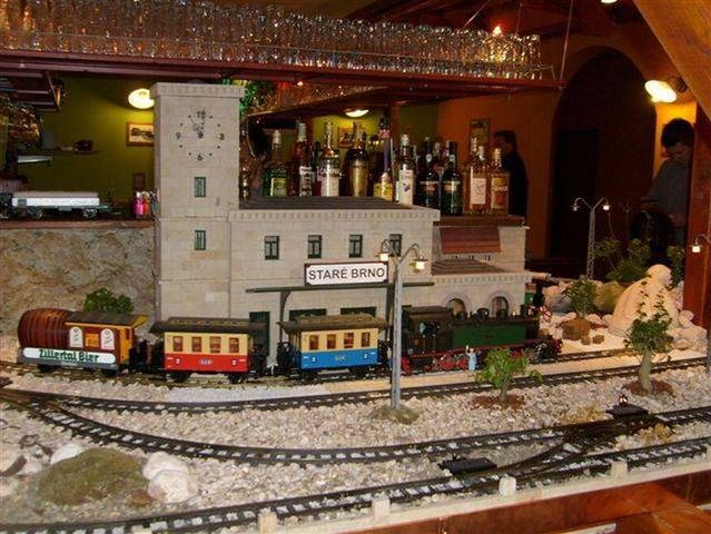 A restaurant with trains (10 pics)