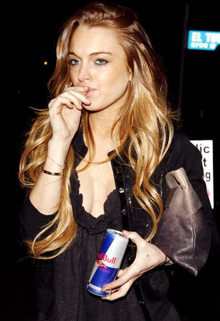 Lindsay Lohan knows how to pose for the pictures (15 pics)