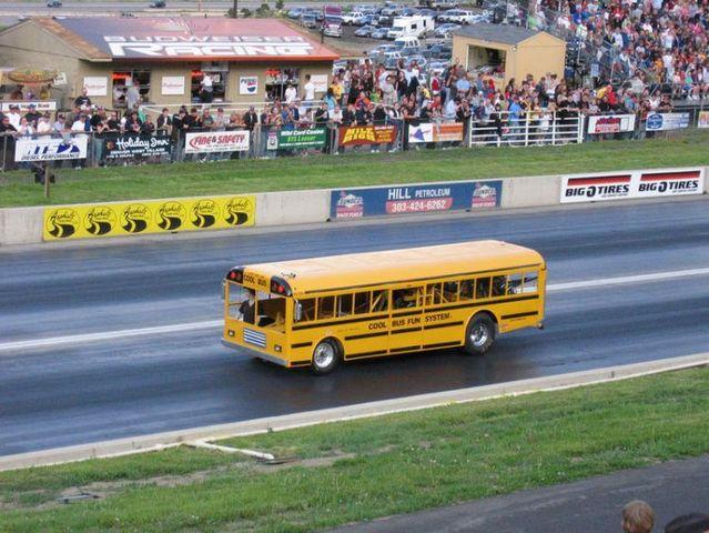 Drag-Racing Buses (6 pictures + 3 videos)