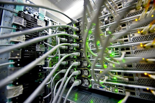 What is inside of a computer data centre? (30 pics)