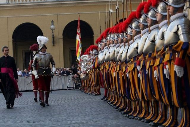 Swiss Guards (12 pics)