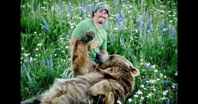 Having a 800-pound grizzly for a friend (23 pics)