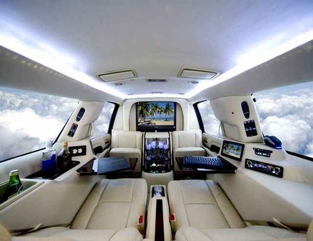 Office in a Cadillac Escalade (4 pics)