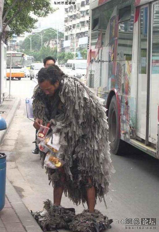 Chinese homeless man (3 pics)