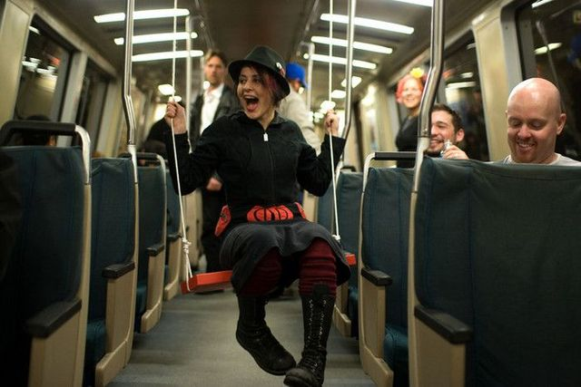 Swings in a subway (14 pics)