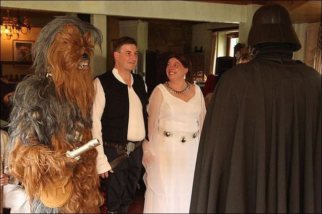 Another unusual marriage (7 pics)