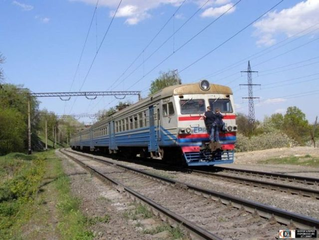 How do they take a train in Russia (17 pics)