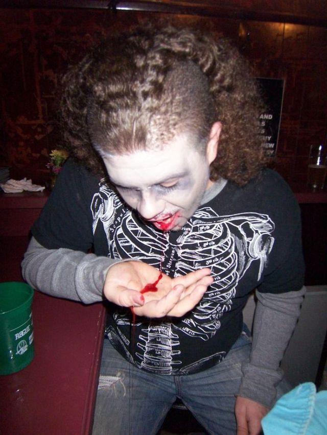 Zombie Pub Crawl 2009 (51 pics)