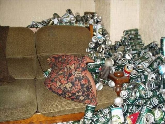 Apartment of a drunkard (13 pics)