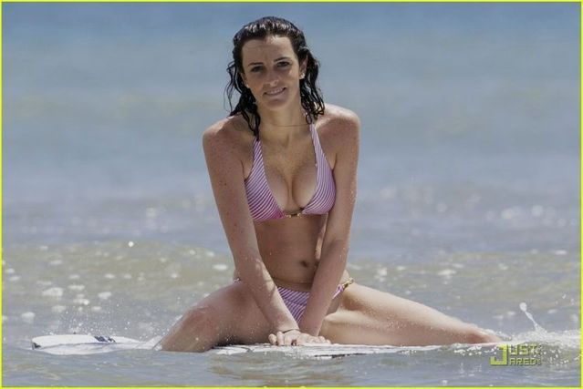 Ali Lohan on the beach (6 pics)