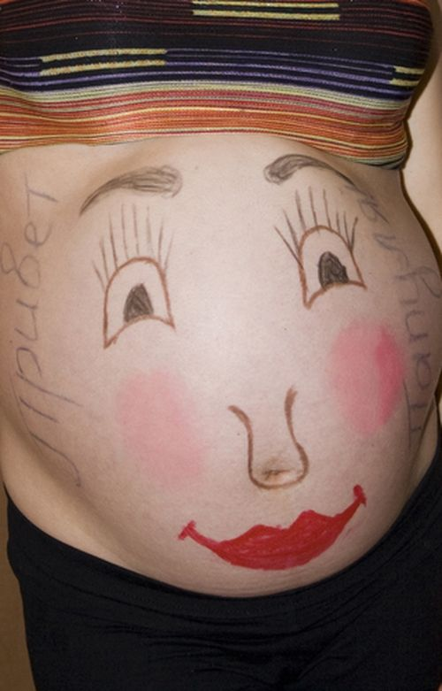 Funny drawings on pregnant women's bellies (22 pics)