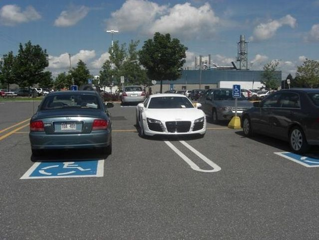 Jerk on Audi R8 (5 pics)