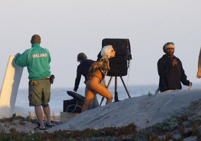 Lady Gaga's photoshoot on the beach (13 pics)