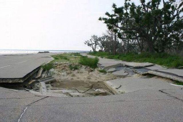 Destroyed roads (9 pics)