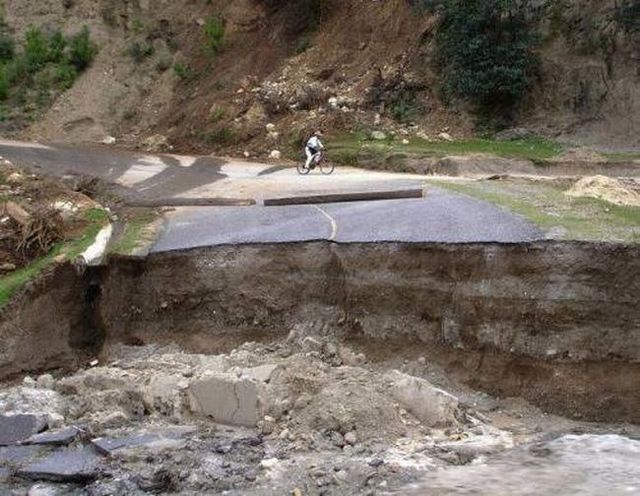 Destroyed roads (9 pics)