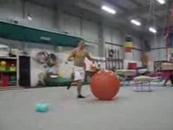 Great acrobatic trick (1 gif)