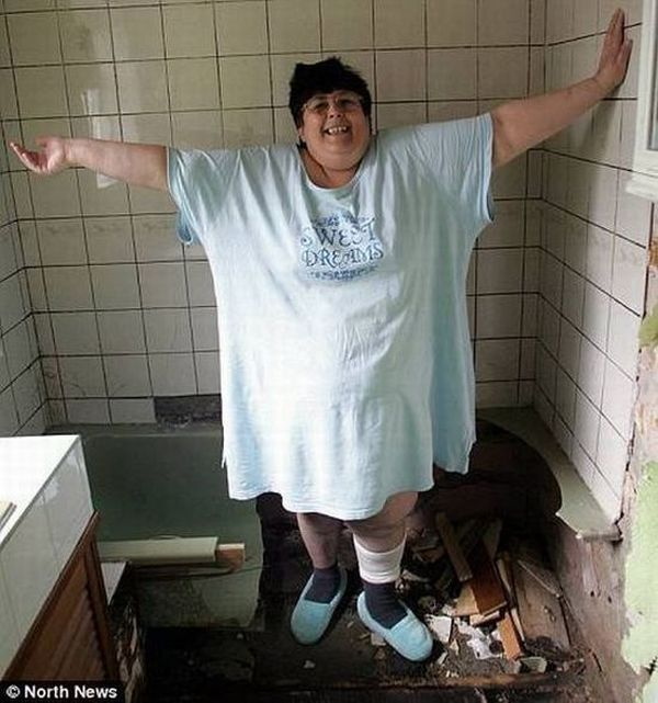 It could not bear her weight (3 photos)