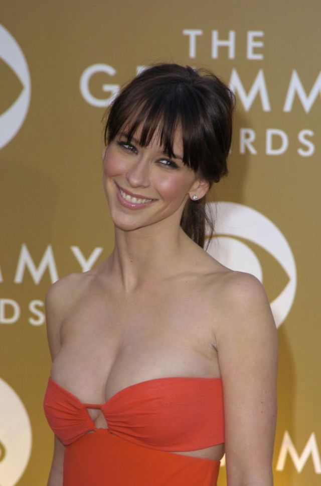 Jennifer Love Hewitt (6 pics)