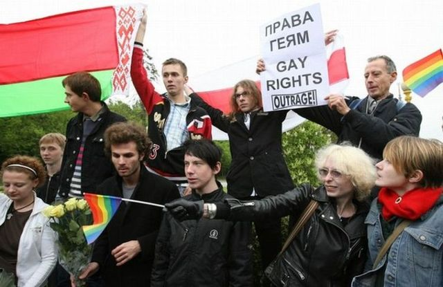 Gay pride in Russia didn't go well (18 pics)