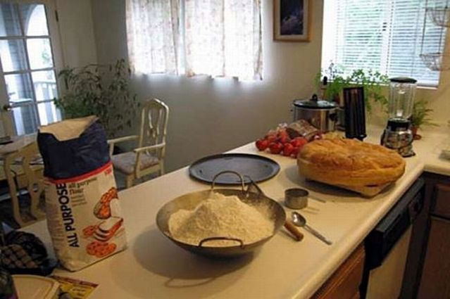 How to prepare a huge burger (16 pics)