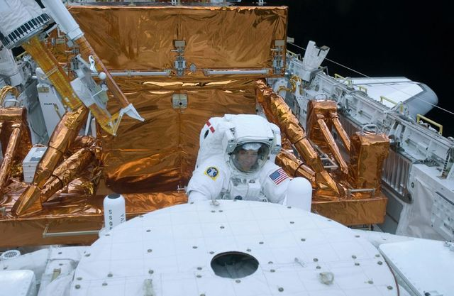 The last mission to Hubble (36 pics)